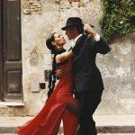 Miért van az, hogy a tangó tanárok kétségbeesetten szeretnék, hogy táncolj és mégis lépéseket tanítanak?
